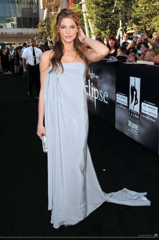 Holy hot vampire! Ashley Greene is stunning in a flowing gray goddess gown. Ash doesn't wow too often on the red carpet, but she took a risk in this über-stylish column gown and is totally killing it.Holy hot vampire! Ashley Greene is stunning in a flowing gray goddess gown. Ash doesn't wow too often on the red carpet, but she took a risk in this über-stylish column gown and is totally killing it. She wore a Alexis Mabille Couture gown, Christian Louboutin heels, a VBH clutch and jewels from Buccellati.