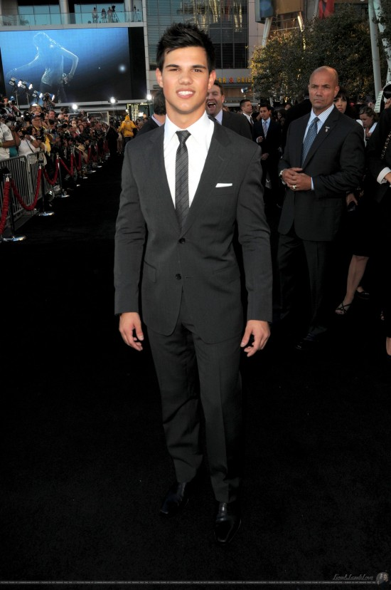 Aw, Taylor Lautner goes the safe and classic route in a simple black suit (courtesy of Gucci) to the big premiere. Gotta say, he's looking pretty fangtastic. Score one for Team Jacob tonight.