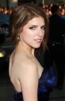 Anna+Kendrick+Premiere+Universal+Pictures+-VyiIbRUL0El