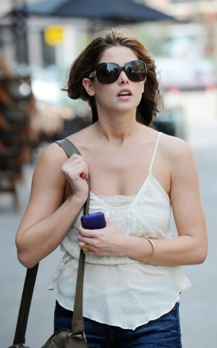"Eclipse movie's Ashley Greene and a friend were spotted out and about in New York City on Wednesday afternoon (July 7). With the warm summertime weather taking over during the past few days, Ashley tweeted the previous day, ""It's 90 and night time in NYC. WHAT is going on here??"""