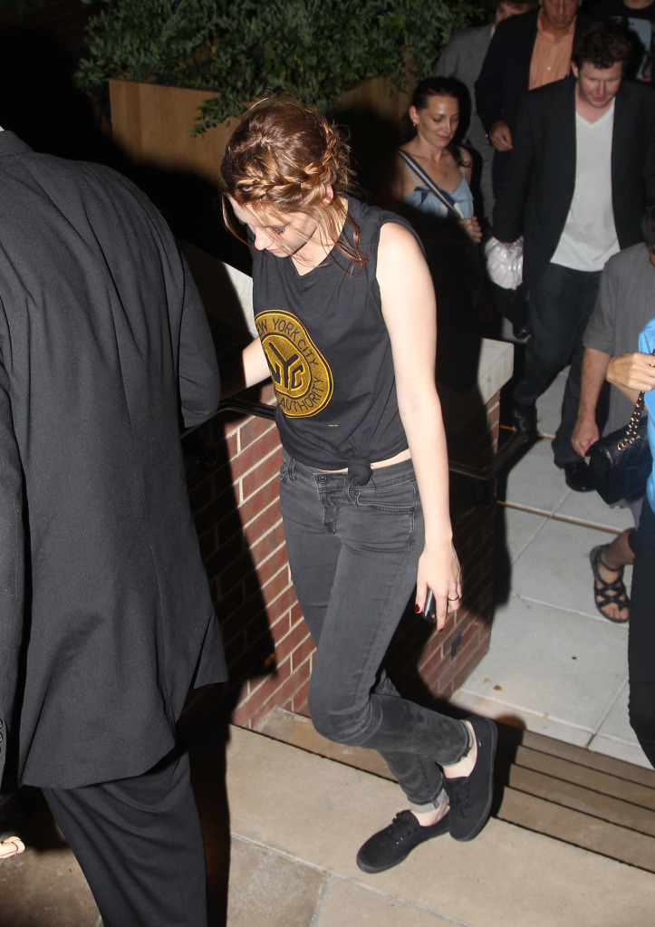 Kristen Stewart Eclipse Screening. Kristen Stewart heading out of